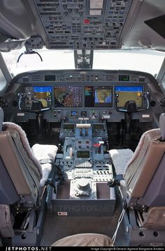 The beautiful digital cockpit of the Gulfstream G550. N550RP 5184 Hyderabad - VOHY.
