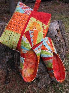 Snappy Slippers  Travel Bag made with Moda fabrics by Pat Sloan, Bobbins and Bits.