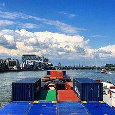 Köln #köln #Rhein #MilanoRhineMainLiner #binnenvaart #Vervoeroverwaterjuisteweg #sun #clouds #instashipping #instamaritiem #contargo