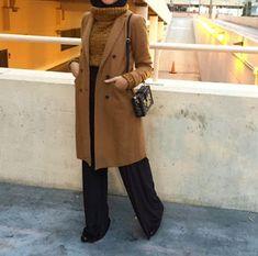 styles de Hijab Chic pour un hiver 2019 en toute élégance - Hijab Fashion . - Tesettür Mont Modelleri 2020 - Tesettür Modelleri ve Modası 2019 ve 2020 Hijab Chic, Casual Hijab Outfit, Hijab Dress, Hijab Fashion Inspiration, Mode Inspiration, Moda Hijab, Outfit Look, Muslim Fashion, Mode Style