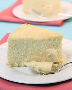 Easter Cheesecake - This is the very richest, smoothest cheesecake. The finely ground almonds which dust the pan are a pleasing contrast to the silkiness of the cake. Use a straight-sided pan 8 inches wide and 3 inches deep. Easter Cheesecake, Gluten Free Cheesecake, Cheesecake Recipes, Fluffy Cheesecake, Simple Cheesecake, Classic Cheesecake, Lemon Cheesecake, Köstliche Desserts, Gastronomia