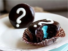 Gender reveal cupcakes for the baby shower or just a cute way to tell others what you are having! I love it!