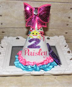Cake Smash outfit for birthday pictures! Peppa Pig Birthday Outfit, 1st Birthday Hats, 1st Birthday Outfits, Baby Birthday, Birthday Shirts, Snowflake Cake, Hat Cake, Cake Smash Outfit, Birthday Pictures