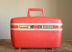 ah, travel case -- vintage coral hardcase makeup