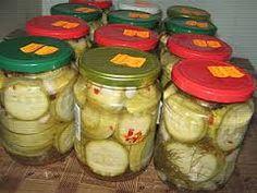 """Résultat de recherche d'images pour """"dovlecei la borcan pentru iarna"""" Pickles, Cucumber, Food, Eten, Pickle, Pickling, Cauliflower, Meals, Zucchini"""