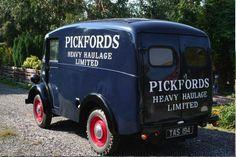 -=-Morris J Type Vans-=- : Pickford J van is for sale. Vintage Vans, Vintage Trucks, Classic Trucks, Classic Cars, Van Signs, Flower Truck, Step Van, Van Car, Old Commercials