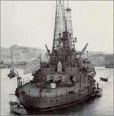 Greek 12 in pre-dreadnought Kilkis (the former USS Mississippi, sold in Grand Harbour, Malta, early Still in service as a training ship at the outbreak of she was sunk by German Ju 87 dive bombers in Catamaran, Us Battleships, Merchant Marine, Naval History, Tug Boats, Armada, Navy Ships, Aircraft Carrier, Boat Building