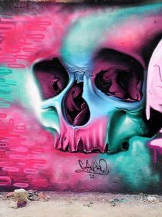 Skull Graffiti by Fábio Carneiro 3d Street Art, Amazing Street Art, Street Art Graffiti, Amazing Art, Graffiti Artists, Awesome, Trompe L Oeil Art, Art Mur, Arte Fashion
