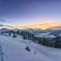 Skispaß für die ganze Familie Der beliebte Ferienort bietet Winterurlaubern ein herrliches Angebot an Freizeitmöglichkeiten. Das nahe gelegene Skigebiet Zahmer Kaiser ist äußerst einsteigerfreund