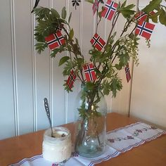 Rømmegrøt, norske flagg og bjørkeris i Norgesglass av @idunmari Constitution Day, Public Holidays, Style And Grace, Where The Heart Is, Norway, Summertime, Gardening, Dessert, Entertaining
