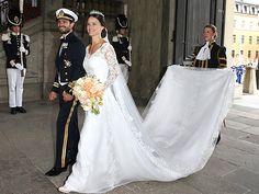 Sofia Hellqvist sposa il Principe Carlo Filippo come in una favola Disney.