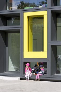Children's day care centre for 7 groups ADDED VALUE The colourful facade frames are a characteristic feature of the new kindergarten on the. Kindergarten Design, Kindergarten Lesson Plans, Education Architecture, School Architecture, Facade Architecture, Kids Daycare, School Plan, Nursery School, School Building