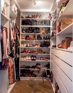 Trendy Narrow Walk In Closet Design Wardrobes Ideas Walking Closet, Walk In Closet Design, Closet Designs, Small Closets, Dream Closets, Closets Pequenos, Corner Closet, Closet Layout, Build A Closet