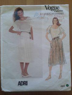 Vintage 1980 s Vogue American Designer by Adri Pattern 2952 Misses Top Skirt Vintage Denim, Retro Vintage, Vintage Sewing, Vogue Patterns, Sewing Patterns, Vintage Patterns, Casual Chic, Peplum Dress, Two Piece Skirt Set