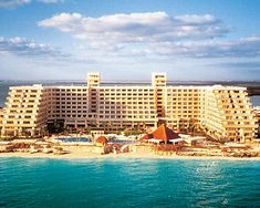 Cancun at the Gran Caribe Real - 2000  Beautiful from top floor!