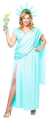 Statue of Liberty: Go as one of the most beautiful gals in all the land, Lady Liberty. Whether you put a political spin on the costume is entirely up to you. Click through for more plus-size Halloween costumes. Halloween Costume Shop, Halloween Costume Accessories, Halloween Fancy Dress, Halloween Costumes For Kids, Adult Costumes, Costumes For Women, Cosplay Costumes, Deer Costume, Turtle Costumes