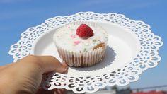 muffiny malinowe z białą czekoladą - szklanka mleka (u mnie zawsze bez laktozy, akurat jest na promocji (klik)) - kostka dobrego masła - nie ma co przepłacać, biedronkowe w srebrnym papierku lub to w aktualnej promocji (klik) świetnie dają radę ;-) - 2 tabliczki białej czekolady - 1/4 laski wanilii (najtaniej wychodzi ta, 2,22 za laskę a jest pyszna! - klik) - 2 szklanki mąki tortowej - szczypta soli - łyżeczka proszku do pieczenia - pół łyżeczki sody oczyszczonej - szklanka cukru - 3 jaja…