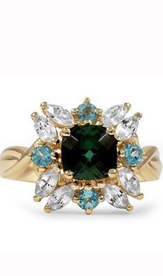 Love this ring. Seems like a flower <3