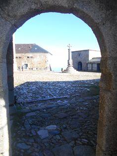 Peña de Francia. Lonja del santuario y Rollo, desde la Capilla de Santiago.