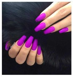 Semi-permanent varnish, false nails, patches: which manicure to choose? - My Nails Perfect Nails, Gorgeous Nails, Pretty Nails, Amazing Nails, Bright Acrylic Nails, Neon Purple Nails, Bright Purple, Bright Colors, Pink Nail