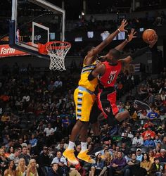 Toronto Raptors' Terrence Ross threw down a ferocious one-handed dunk in transition over Denver Nuggets forward Kenneth Faried in the final seconds of the first half at the Pepsi Center in Denver, Colorado. Sport Basketball, Basketball Legends, Love And Basketball, Basketball Players, Basketball Stuff, Nba Pictures, Basketball Pictures, Toronto Raptors, Basketball Fotografie