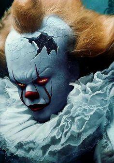 Pennywise the Dancing clown from IT Le Joker Batman, Joker Art, Evil Clowns, Scary Clowns, Horror Movie Characters, Horror Movies, Penny Wise Clown, Arte Assassins Creed, Image Halloween