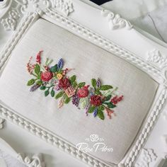 Embroidery Floss Organizer Embroidery In The Mall Near Me! Embroidery Bags, Hand Embroidery Stitches, Hand Stitching, Embroidery Designs, Brazilian Embroidery, New Crafts, Needlework, Cross Stitch, Elsa