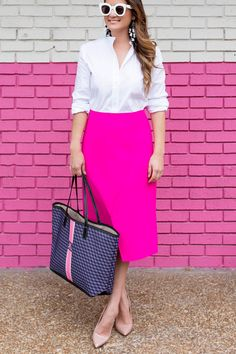 Jennifer Lake Style Charade with a Barrington Gifts St. Anne tote, Topshop pink skirt, and Steve Madden Daisie pumps at a pink wall in Chicago Stripes Fashion, Blazer Fashion, Pink Fashion, Modest Fashion, Fashion Outfits, Fashion Bags, Barrington Gifts, Barrington Bag, Inverted Triangle Fashion