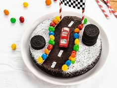 Die Autostrecke – recettes sucrées – – the Best of Everything Car Cakes For Boys, Sweet Recipes, Cake Recipes, Chocolate Covered Peanuts, Drip Cakes, 3d Cakes, Creative Food, Cake Decorating, Decorating Tips