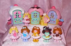I finally found the last mini doll i was searching (Bananacy) so I re-took the photo of my Cherry Merry Muffin petit characters collection :) 80s Girl Toys, Toys For Girls, Childhood Memories 90s, Childhood Toys, Polly Pocket, Thanks For The Memories, Sweet Memories, Cherry Merry Muffin, Vintage My Little Pony