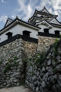 Hikone Castle (Hikone, Shiga) / 彦根城(滋賀県・彦根) Japanese Castle, Japanese Geisha, Japanese House, Chinese Architecture, Beautiful Architecture, Architecture Design, Wonderful Places, Beautiful Places, Wakayama