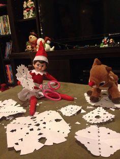 Elf on the Shelf - Sparkle makes snowflakes!