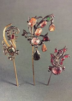 Joalharia da Corte Portuguesa Ancient Jewelry, Antique Jewelry, Vintage Jewelry, Handmade Jewelry, Tantrums And Tiaras, Gemstone Jewelry, Diamond Jewelry, Pearl Hair Pins, Hair Ornaments