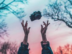 Brandon Woelfel is a Photographer based in New York. He created a unique style with unique photo edits. Brandon Woelfel said his career was growing too fast Object Photography, Artistic Photography, Creative Photography, Photography Tips, Disney Instagram, Instagram Girls, Brandon Woelfel, Out Of Focus, Pose