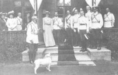Tsar Nicholas ll of Russia with Empress Alexandra Feodorovna of Russia with family members and courtiers in 1905.A♥W