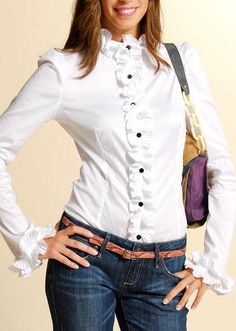 En busca de una camisa blanca Casual Work Outfit Summer, Casual Outfits, Stylish Dresses, Fashion Dresses, Look Formal, Iranian Women Fashion, Dress Neck Designs, White Shirts, Blouse Styles