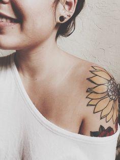 33 Tatouages avec des chiffres romain - 23 https://tattoo.egrafla.fr/2016/02/02/modeles-tatouage-tournesol/