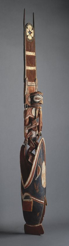 Funerario talla ( malagueño ) , finales de los 19 y principios de siglo 20  el norte de Nueva Irlanda  madera, pintura, cáscara opérculos H. 100 1/2 pulgadas (255,3 cm)  El Michael C. Rockefeller colección conmemorativa, regalo de Nelson A. Rockefeller, 1972 (1978.412.712)