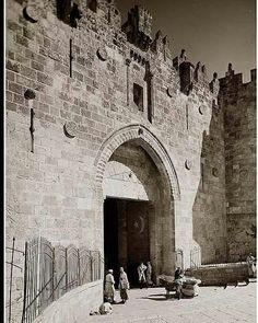 ياب العامود او باب دمشق عام 1914  Damascus Gate 1914 - Jerusalem