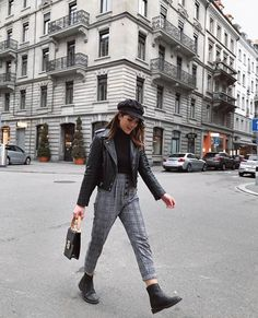 "WEBSTA ""Once she stopped rushing through life, she was amazed at how much more life she had time for. Look Fashion, 90s Fashion, Girl Fashion, Fashion Outfits, Winter Outfits, Casual Outfits, Cute Outfits, Moda Converse, Mode Ootd"