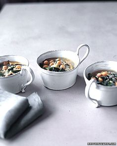 Hearty Spinach and Chickpea Soup: Woodsy shiitake mushrooms, protein-rich chickpeas, and brown rice make this quick-cooking soup substantial. A slice of whole-grain bread completes the meal. Vegetable Soup Recipes, Healthy Soup Recipes, Vegetarian Recipes, Chili Recipes, Healthy Smoothies, Healthy Meals, Chickpea Recipes, Spinach Recipes, Bean Recipes