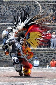 Now that is a great dance Native American History, Native American Indians, Tribal Warrior, Aztec Culture, Coban, Aztec Art, Carnival Costumes, Mexican Art, Native Art