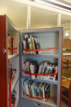 Obras sobre portugal en castellano Portugal, Bookcase, Shelves, Home Decor, Shelving, Homemade Home Decor, Shelf, Open Shelving, Decoration Home