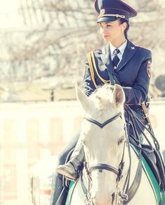 Stunning Russian mounted policewoman goes viral Female Cop, Female Soldier, Police Uniforms, Girls Uniforms, Military Girl, Military Fashion, Most Beautiful Indian Actress, Beautiful Asian Girls, Blake Lovely