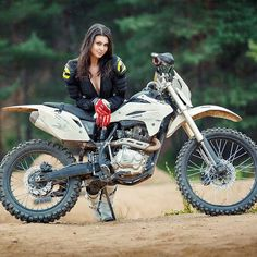 Lady Biker, Biker Girl, Motorbike Girl, Motorcycle Bike, Motocross Girls, Dirt Bike Girl, Girl Couple, Moto Style, Dirtbikes