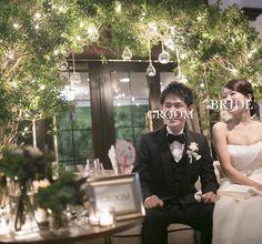 グリーンをアーチ状にして、LEDライトを巻き、グラスの中に蝋燭を灯してもらいました♡灯りがとても幻想的で素敵です。ゲストからも、「こんな高砂見たことがない♡」と好評だったそう。 Wedding Night, Wedding Table, Wedding Stage Backdrop, Korean Wedding, Pretty Lights, Backdrops, Pure Products, Green, Party