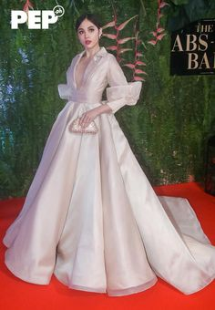 The ABS-CBN Ball takes Pinoy Pride to a new level with Filipiniana as the night's theme. Club Dresses, Nice Dresses, Prom Dresses, Modern Filipiniana Gown, Philippines Dress, Tulle Dress, Dress Up, Filipino Fashion, Gowns Of Elegance