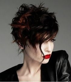 Short messy hairstyle for women with fringe