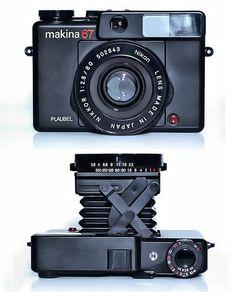 Vintage Cameras Plaubel Makina - so cute. Antique Cameras, Old Cameras, Vintage Cameras, Dslr Photography Tips, Photography Equipment, Technique Photo, Photo Deco, Nikon Lens, Classic Camera