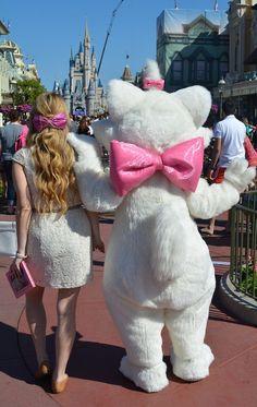 Disneybound - Marie - This is too cute!